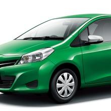2011-Toyota-Vitz-17