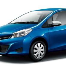 2011-Toyota-Vitz-18