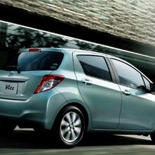 2011-Toyota-Vitz-22