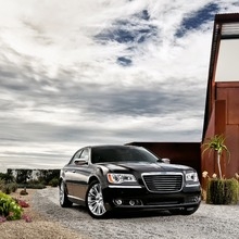 2012-Chrysler-300-29