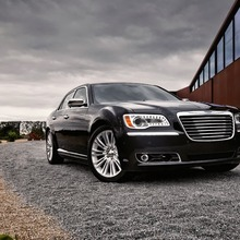 2012-Chrysler-300-33