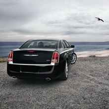 2012-Chrysler-300-35