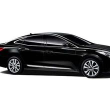 2012-Hyundai-Azera-Grandeur-showroom
