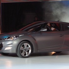2012-Hyundai-Veloster-Official-06