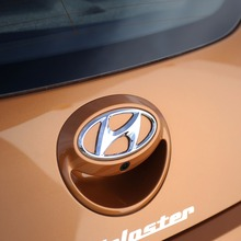 2012-Hyundai-Veloster-Official-22