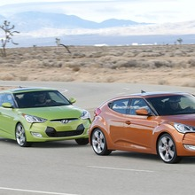 2012-Hyundai-Veloster-Official-36