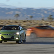 2012-Hyundai-Veloster-Official-39