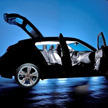 2012-Hyundai-Veloster-02