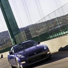 2012-Nissan-GT-R-Facelift-US-17