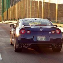 2012-Nissan-GT-R-Facelift-US-showroom