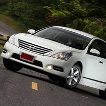 2012-Nissan-Teana-27_resize