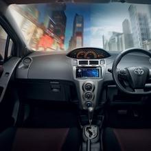 2012-Toyota-Yaris-RS(8)