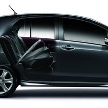 2012-Toyota-Yaris-RS(84)