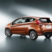 2013-Ford-Fiesta-16