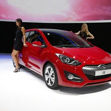 2013-Hyundai-i30-3D-01