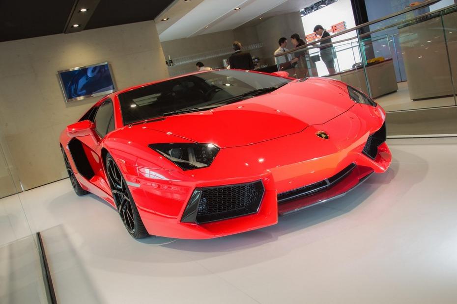2013-Lamborghini-Aventador-LP700-4
