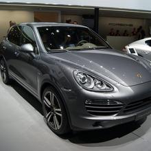 2013-Porsche-Cayenne-S-Diesel-02