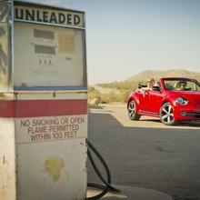 2013-Volkswagen-Beetle-Convertible-03