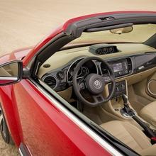 2013-Volkswagen-Beetle-Convertible-04