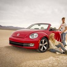 2013-Volkswagen-Beetle-Convertible-2