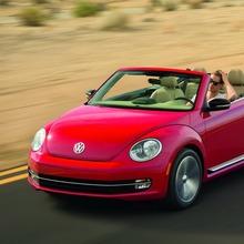 2013-Volkswagen-Beetle-Convertible-08