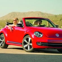 2013-Volkswagen-Beetle-Convertible-10