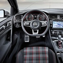 2013-Volkswagen-Golf-VII-GTI-04