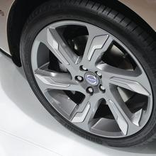 2013-Volvo-V40-R-Design-10