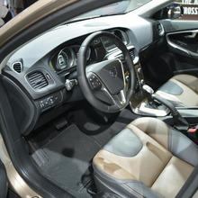 2013-Volvo-V40-R-Design-11