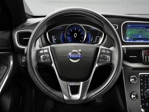2013-Volvo-V40-R-Design-23