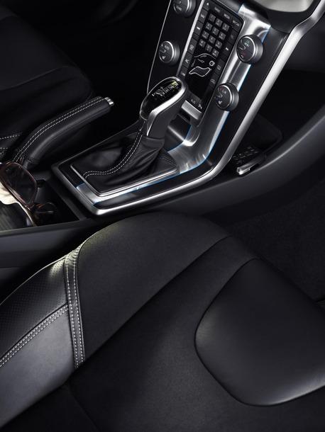 2013-Volvo-V40-R-Design-25