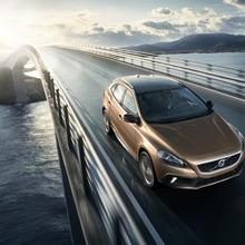 2013-Volvo-V40-R-Design-29