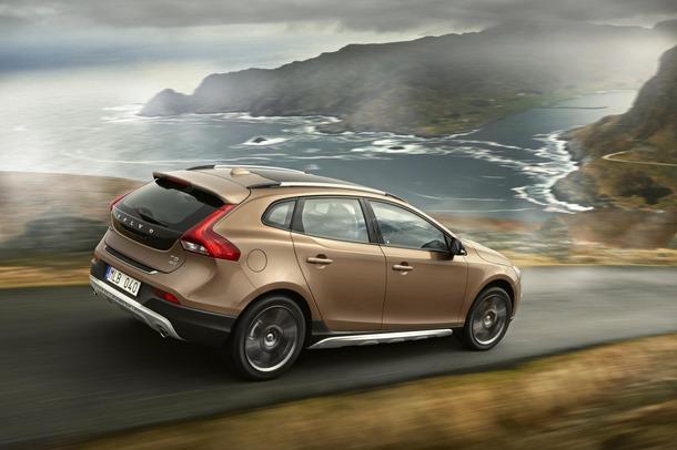 2013-Volvo-V40-R-Design-31