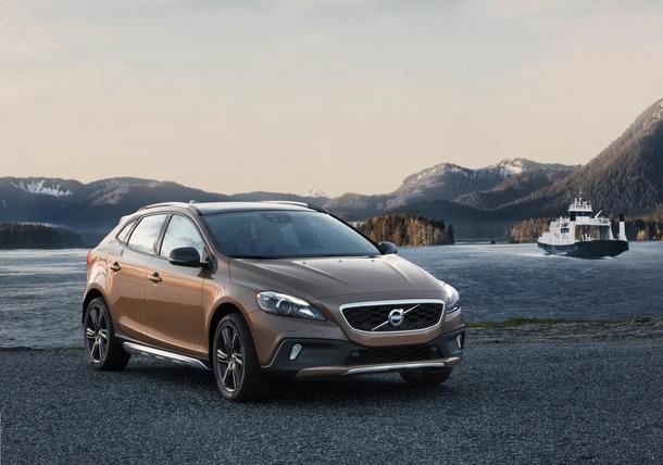2013-Volvo-V40-R-Design-37