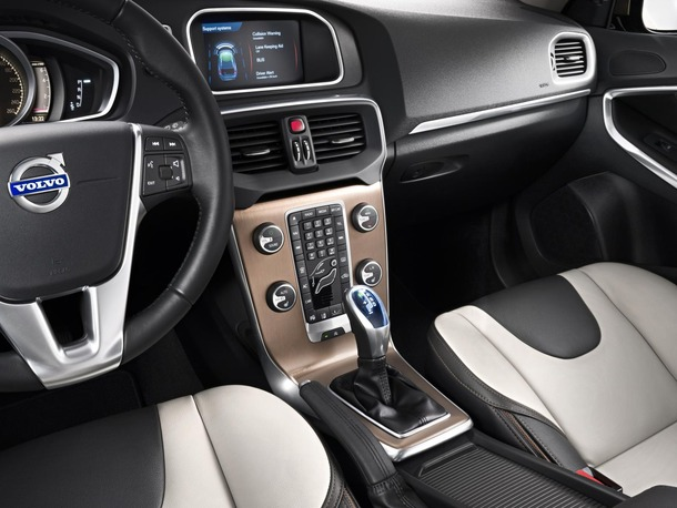 2013-Volvo-V40-R-Design-42