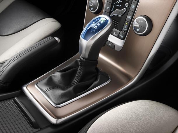 2013-Volvo-V40-R-Design-43