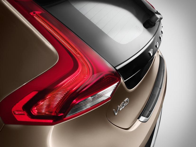 2013-Volvo-V40-R-Design-live