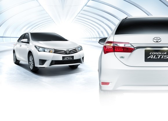 2013_All-New_Toyota_Corolla_Altis