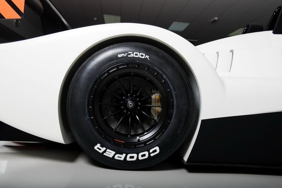 Caterham-Lola-SP300R