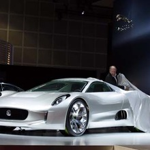 Jaguar-C-X75-showroom