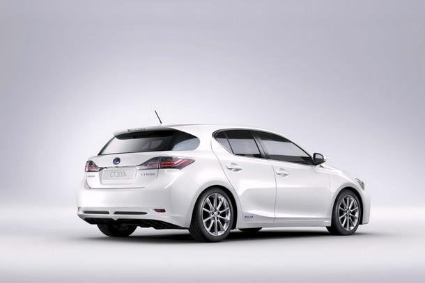 Lexus-CT200h-JDM-01