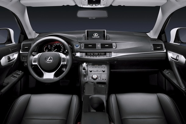 Lexus-CT200h-JDM-02