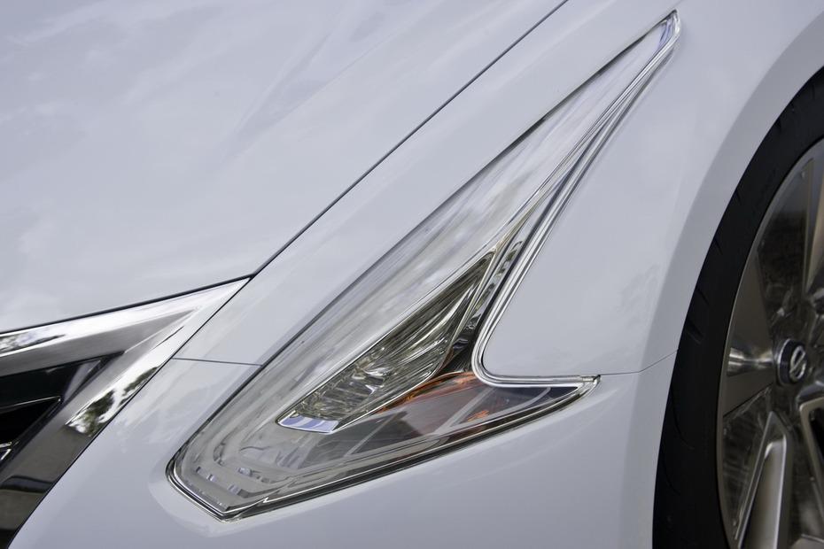 Nissan-Ellure