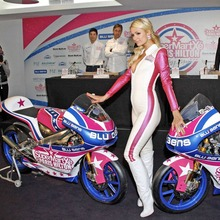 Paris-Hilton-125GP-09