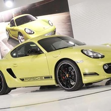 Porsche-Cayman-R-showroom
