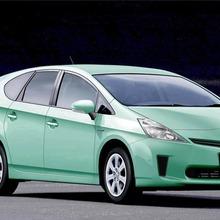 Toyota-Prius-MPV-01