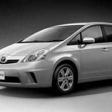 Toyota-Prius-MPV-02