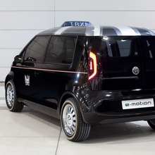 Volkswagen-Up-Taxi-EV-05
